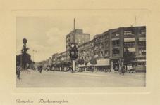 PBK-4626 Mathenesserplein, vanaf de Mathenesserlaan. Rechts de Vierambachtsstraat.