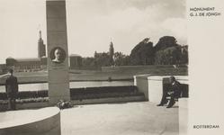 PBK-4737 Zicht op het monument van G.J. de Jongh. Op de achtergrond Museum Boijmans Van Beuningen en rechts de toren ...