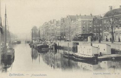 PBK-4837 Het oostelijk eind van de Nieuwehaven vanaf de Oude Oostbrug. Geheel rechts de zijgevel van de ...