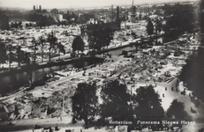 PBK-4865 Gezicht op de door het Duitse bombardement van 14 mei 1940 getroffen gebied bij de Nieuwehaven met de ...