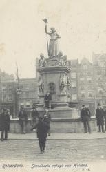 PBK-4873 Gezicht op het monument Maagd van Holland aan de Nieuwemarkt, uit het westen.