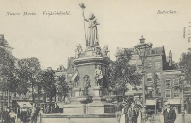 PBK-4883 Monument Maagd van Holland aan de Nieuwemarkt, uit het westen gezien.