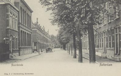 PBK-4916 Gezicht op het Noordeinde, het verlengde van de Dijkstraat. Halverwege links en rechts de Gashouderstraat. Op ...