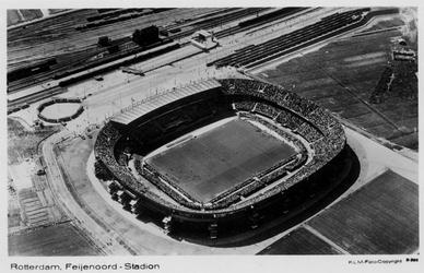 PBK-5020 Het Feynoord Stadion aan de Olympiaweg in vogelvlucht, vanuit het zuidoosten