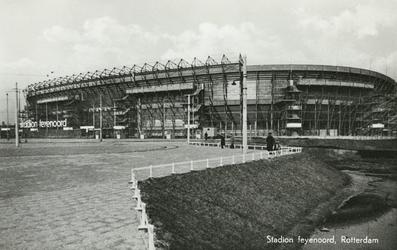PBK-5023 Het Feyenoord Stadion aan de Olympiaweg, vanuit het zuiden.