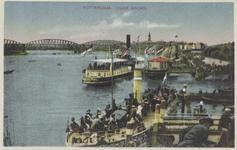 PBK-5076 Aanlegsteigers aan de Oosterkade, bij het Oudehoofd, de vaste ligplaats van de schepen van Fop Smit en de ...