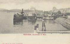 PBK-5078 Aanlegsteigers aan de Oosterkade, de vaste ligplaats van de schepen van Fop Smit en de Reederij op de Lek, die ...