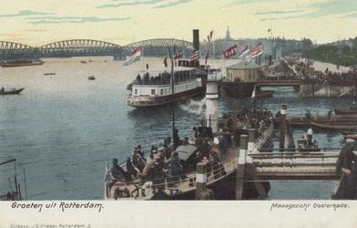 PBK-5092 Aanlegsteigers aan de Oosterkade, bij het Oudehoofd, de vaste ligplaats van de schepen van Fop Smit en de ...