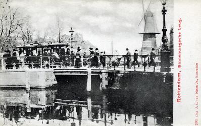 PBK-511 De Schiedamsesingel met de Binnenwegsebrug, gezien uit het zuiden. Op de achtergrond molen De Hoop.