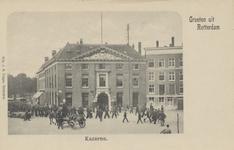 PBK-5123 Een groep mariniers voor de kazerne aan het Oostplein.