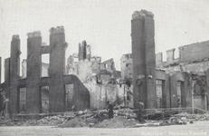 PBK-5134 Gezicht op de in de meidagen van 1940 getroffen Marinierskazerne aan het Oostplein.