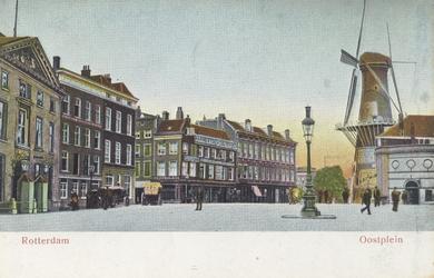 PBK-5142 Gezicht op het Oostplein, uit het zuiden. Rechts molen De Noord.