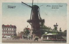 PBK-5153 Gezicht op molen De Noord aan het Oostplein. Rechts de Goudsesingel, en links het Achterklooster, uit het oosten.