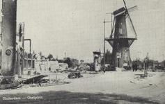 PBK-5163 Gezicht op de door het Duitse bombardement van 14 mei 1940 getroffen Marinierskazerne aan het Oostplein, hoek ...