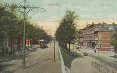 PBK-5193 Oostzeedijk met een tram van lijn 1, vanuit het oosten. Rechts is de Avenue Concordia.