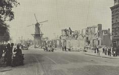 PBK-5244 Gezicht in de door het Duitse bombardement van 14 mei 1940 getroffen Oostzeedijk, vanuit het oosten. Op de ...