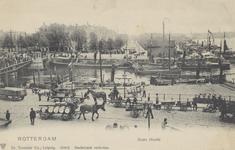 PBK-5351 Oudehaven met links een gedeelte van de Koningsbrug en daaracher het Haringvliet. Rechs op de achtergrond het ...