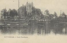 PBK-5379 Oudehaven met rechts de Koningsbrug, vanuit het westen. Op de achtergrond hotel Smits aan het Oudehoofdplein..