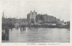 PBK-5380 De Koningsbrug over de Oudehaven, uit het westen. Op de achtergrond hotel Smits aan het Oudehoofdplein en ...