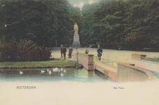 PBK-5507 Het standbeeld van Tollens, ter hoogte van een brug in het Park aan de Westzeedijk.