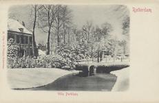 PBK-5559 De toegang van Huize Schoonoord aan de Parklaan in besneeuwde toestand, vanuit het westen.