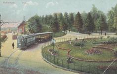 PBK-5569 Eindpunt van lijn 1 bij ingang Park en Heuvel aan de Parkkade. Links het nog bestaande Restaurant de Ballentent.