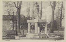 PBK-5571 Het monument voor Willem Schürmann, een fontein aan de Parklaan, vervaardigd door de beeldhouwer C. van Wijk.