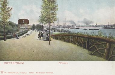 PBK-5573 De wandelpromenade in het westelijk deel van het Park. Links restaurant Bellevue, rechts de Parkkade.