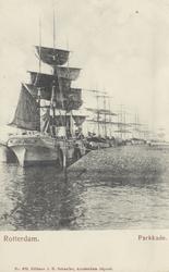 PBK-5631 Aangemeerde zeilschepen aan de Parkkade.