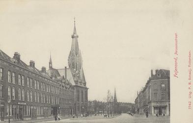 PBK-5653 Gezicht in de Persoonsstraat, links de Wilhelminakerk aan de Oranjeboomstraat. Op de achtergrond de toren van ...