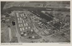 PBK-5655 Overzicht van de Petroleumhaven, vanuit de lucht.