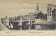 PBK-569 De in 1900 geopende Rederijbrug, die aansluit op de Gedempte Glashaven rechts en de nieuw aangelegde ...