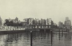 PBK-5726 Gezicht op de door het bombardement van 14 mei 1940 getroffen Oudehaven met in het midden het voormalige ...