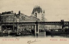 PBK-573 Gezicht op de spoorbrug die in 1875 gebouwd werd ter hoogte waar de Scheepmakershaven en Wijnhaven ...