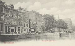 PBK-5773 Pompenburgsingel met een sluisje en een hoge brug, die de verbinding vormde van de binnenstad (rechts) met het ...