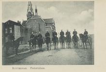 PBK-5785 Politieagenten te paard op de Putsebocht. Op de achtergrond de Putsepleinkerk.