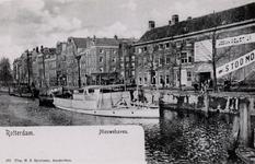 PBK-594 Het oostelijk eind van de Nieuwehaven vanaf de Oude Oostbrug. Geheel rechts de zijgevel van de marinierskazerne ...