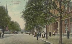 PBK-5951 De Rosestraat, uit het zuiden gezien. Op de achtergrond links de toren van de rooms-katholieke Heilige ...