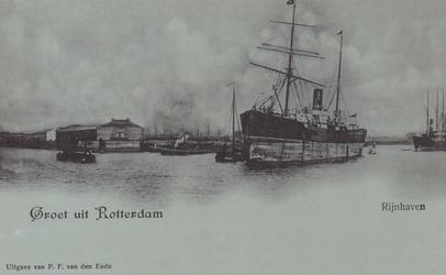 PBK-5986 Overslag van goederen bij schip in de Rijnhaven.