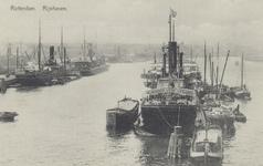 PBK-6013 Diverse schepen in de Rijnhaven, voor overslag van goederen