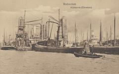 PBK-6027 Overslag van goederen bij schepen in de Rijnhaven.