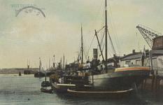 PBK-6041 Schepen voor overslag van goederen in de Rijnhaven.