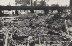 PBK-6060 Gezicht op de door het Duitse bombardement van 14 mei 1940 getroffen Westnieuwland. Op de achtergrond de ...