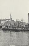 PBK-6093 Terwenakker uit het zuiden, op de achtergrond de toren van de Zuiderkerk en op de voorgrond de Leuvehaven.