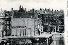 PBK-611 Een voetbrug achter de huizen langs de Draaisteeg naar de Mosseltrap die tot 1882 dienst bleef doen.