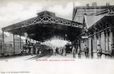 PBK-614 Aankomst van een trein op station Beurs.