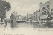 PBK-6252 De Rotterdamse Schie met op de achtergrond de Schiebrug en de Delftsche Poort, vanuit het noorden. Rechts de ...