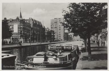 PBK-6296 Flatgebouw aan de westzijde van de Schiekade, vanuit het zuiden, vanaf het Hofplein.