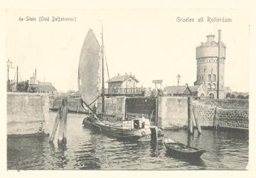 PBK-6351 Schiemond met de Ruigeplaatsluis, vanaf de Nieuwe Maas. Rechts de watertoren en links op de achtergrond molen ...