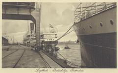 PBK-636 Schepen van de Indische Lijn aan de Lloydkade. Rechts een gedeelte van het in 1907 gebouwde stoomschip Kawi.